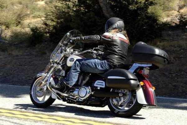 00e2299fc1ca Такое изделие крепко и износостойко, что и нужно в конечном результате. На  худой конец, кожаные кофры для мотоцикла всегда в моде.