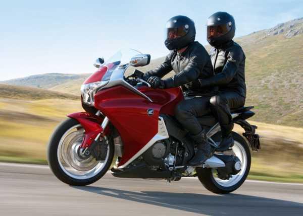 Сколько времени нельзя возить с собой пассажира на мотоцикле